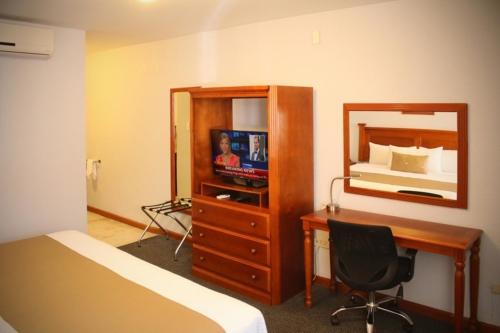 Habitación Estandar Cama King Size Hotel Best Western Plus Plaza Vizcaya Durango 2